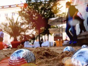 Spielbank Potsdam: Sandspende für Volleyballprojekt mit Flüchtlingen