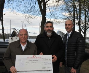 Spielbank Berlin unterstützt TSG 1898 - Gregor Gysi überreicht Scheck
