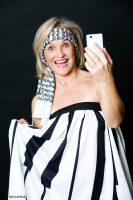 """Soloprogramm """"APPsurd"""": Kabarettistin Anja Kaller im Casino Innsbruck"""